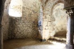 La crypte de la chapelle de DROMON (3).JPG